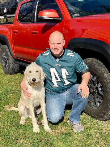 Ted Kemmerling poses wi日 his truck and his dog, Ferris.